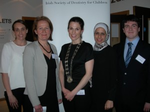 Dr Rona Leith ISDC President 2013-2014 with entrants of the O'Mullane Prize