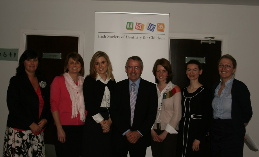 Entrants in 2010 O'Mullane prize with ISDC President Dr Evelyn Connolly & Professor O'Mullane